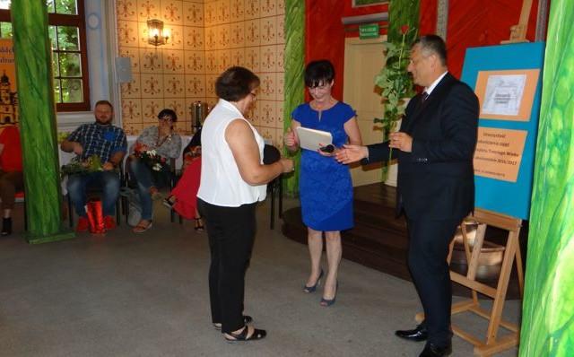 Absolwenci UTW odebrali dyplomy